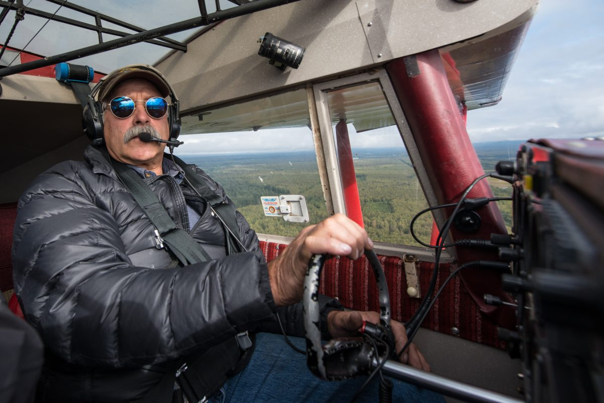 Don Lee in his Piper bush plane | © Christian Martischius