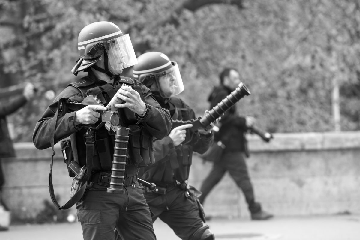 Police officers with tear gas grenade launchers | © Christian Martischius