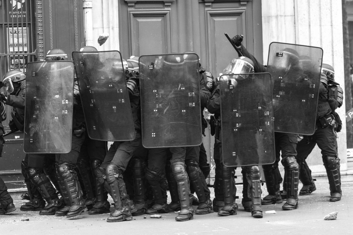 French riot police being attacked with stones | © Christian Martischius