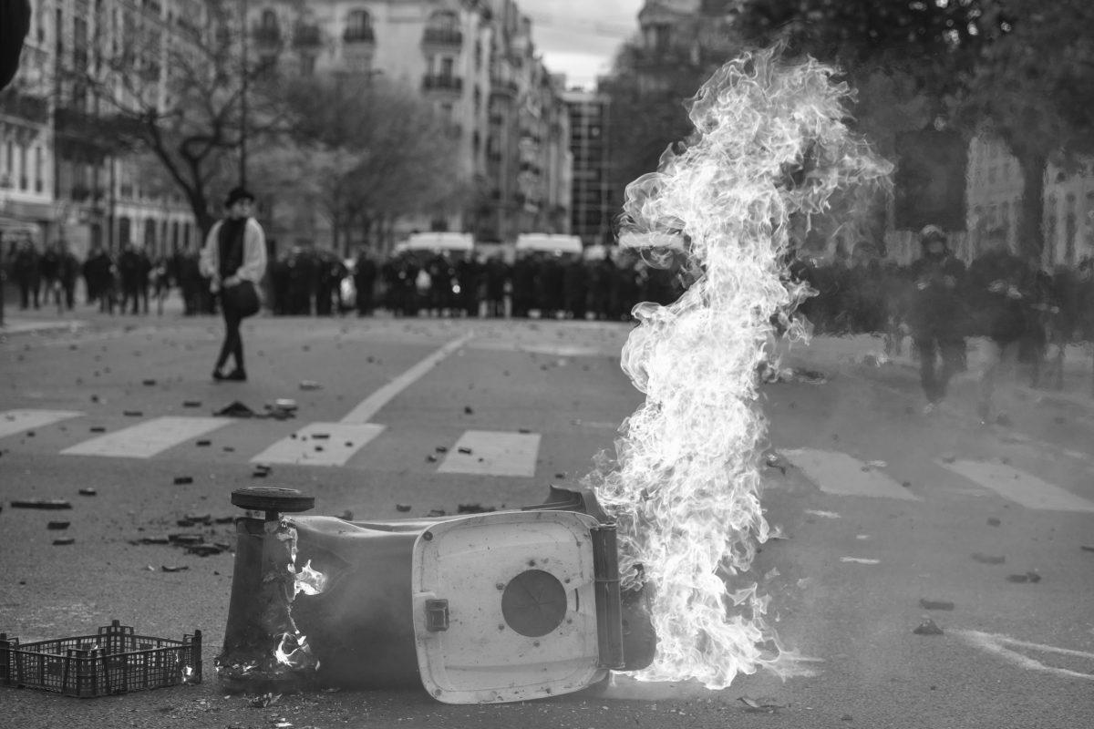 Burning garbage can | © Christian Martischius