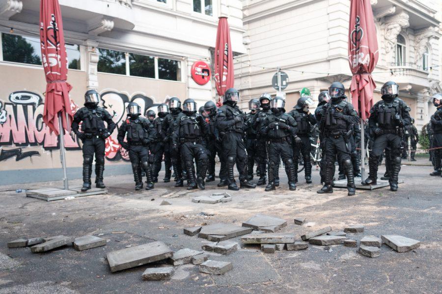 Police officers in Hamburg's Schanzenviertel