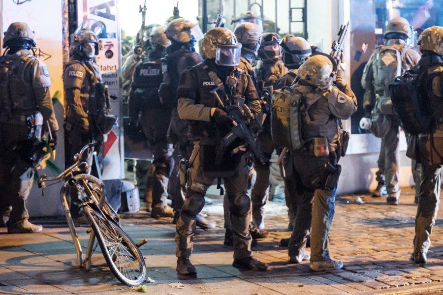 Special police forces in Hamburg's Schanzenviertel